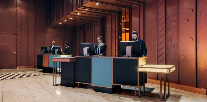pullman_berlin_schweizerhof_reception_desk1-2