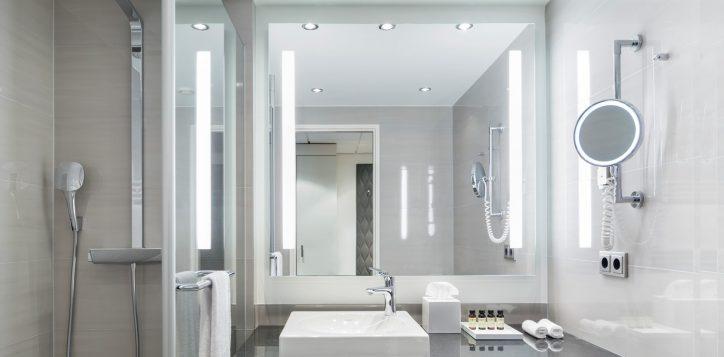 pullman_berlin_schweizerhof_deluxe_room_03-2