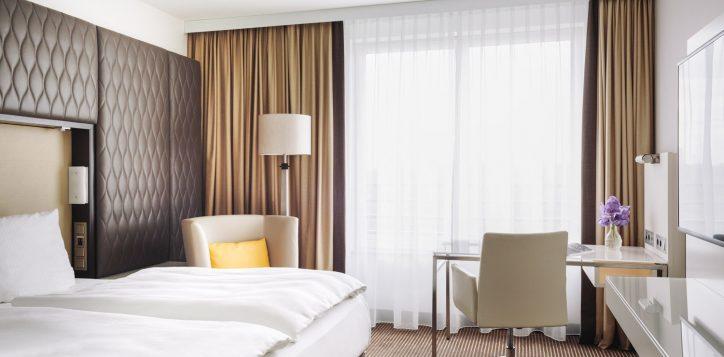 pullman_berlin_schweizerhof_superior_room-2